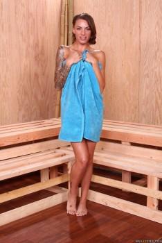 Jenni Lee, Juelz Ventura, Anikka Albrite ~ Hot Sauna Pussy