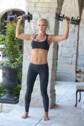 Jenny McCarthy � Exercising at her home in Chicago  (11/27/12)