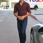 Taylor Lautner - Imagenes/Videos de Paparazzi / Estudio/ Eventos etc. - Página 38 A67ada224497042