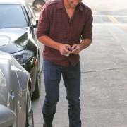 Taylor Lautner - Imagenes/Videos de Paparazzi / Estudio/ Eventos etc. - Página 38 De1456224498183