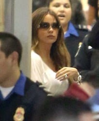 Sofia Vergara @ LAX December 7, 2012 x 8