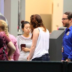 Kristen Stewart - Imagenes/Videos de Paparazzi / Estudio/ Eventos etc. - Página 31 2880e3229010236