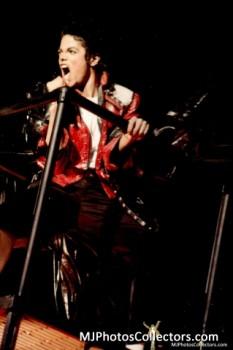 BAD WORLD TOUR  4917e2232520865