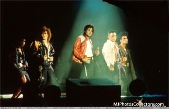 BAD WORLD TOUR  660871232521611