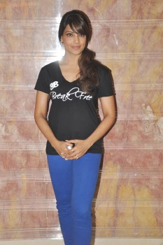 Bipasha Basu unveils her fitness DVD - YouTube