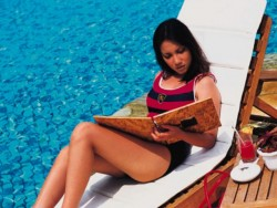 Kumpulan Foto gambar hot seksi Tia Ivanka di majalah Popular