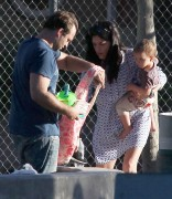 794c35235657740 Selma Blair takes her son Arthur to a park in Los Angeles (Feb 3)   45 HQ candids