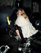 Vogue Japan (January 2013) 871681236644835