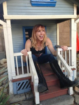 Kari Byron | Stuck in a wendy house | Twitpic | 1 MQ | 10/3/13