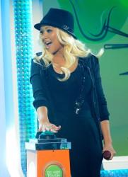 [Fotos+Video] Pitbull & Christina Aguilera cantaron en los Kids' Choice Awards 2013 - Página 4 C0b410245124104