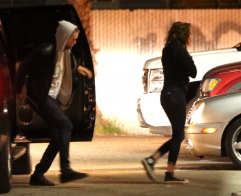 Robsten - Imagenes/Videos de Paparazzi / Estudio/ Eventos etc. - Página 10 0e3f7e248201261