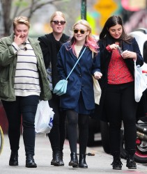 Dakota Fanning / Michael Sheen - Imagenes/Videos de Paparazzi / Estudio/ Eventos etc. - Página 6 8e5654248661953