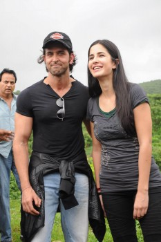 Katrina Kaif takes Hrithik Roshan for a bike ride to shoot song for movie �Zindagi Na Milegi Dobara�