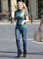 Britney Spears - Leaving Marmalade Cafe in Calabasas 4/24/13