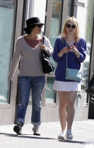 Dakota Fanning / Michael Sheen - Imagenes/Videos de Paparazzi / Estudio/ Eventos etc. - Página 6 6cc6f2251194370