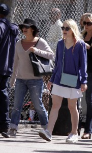 Dakota Fanning / Michael Sheen - Imagenes/Videos de Paparazzi / Estudio/ Eventos etc. - Página 6 De7d7c251194504