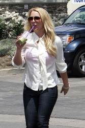 Britney Spears - Going to a tanning salon in LA 5/7/13