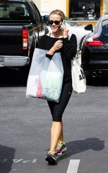 Reese Witherspoon - out in Brentwood 5/23/13