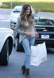 Khloe Kardashian - Going to dinner in Woodland Hills 5/31/13