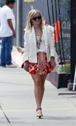 Reese Witherspoon - out in Venice Beach 6/11/13