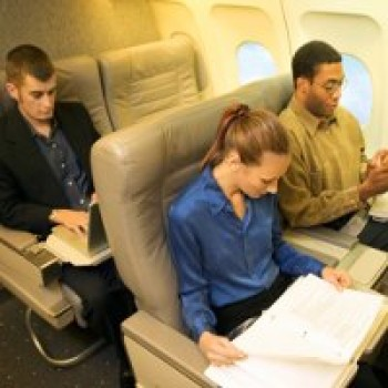 Tetap tenang dalam pesawat - Ist