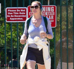 Uma Thurman - out for a hike in LA 6/16/13