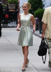 AnnaSophia Robb - leaves her hotel in NY 6/28/13