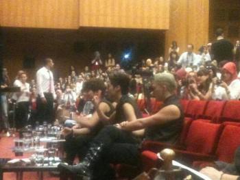 [PICS] 130629 NU'EST entrevista + mini show na Turquia (Turkey) 066f26263500686