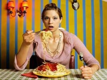 Terlalu banyak makan saat puasa - Ist