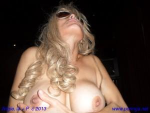 Angie, anal, mamada y leche en las tetas con video