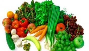 Mengonsumsi buah dan sayur - Ist