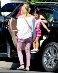Sarah Michelle Gellar - out in Beverly Hills 7/23/13