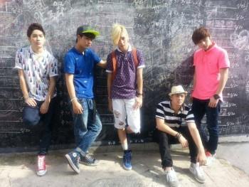 [Pics] NU'EST nas gravações para um reality show japonês 21619f268897368