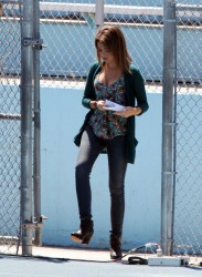 Sarah Hyland - on the set of 'Modern Family' in LA 8/20/13