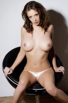 http://thumbnails102.imagebam.com/27527/7c1a41275269106.jpg
