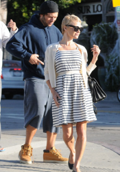 Pamela Anderson - Debuts short hair in LA 10/25/13