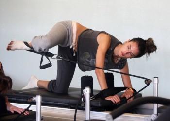 Alessandra Ambrosio - Pilates class in Santa Monica  x 4