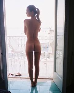 Emily Ratajkowski Nude Pic - 5/30/17 Instagram