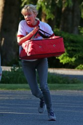 Anna Faris - On the set of 'Overboard' in Vancouver 5/26/17